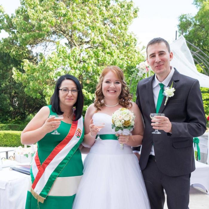 Amikor még menyasszony sem voltam már akkor is tudtam hogy szeretném ha Te lennél a Szertartásvezető az esküvőnkön